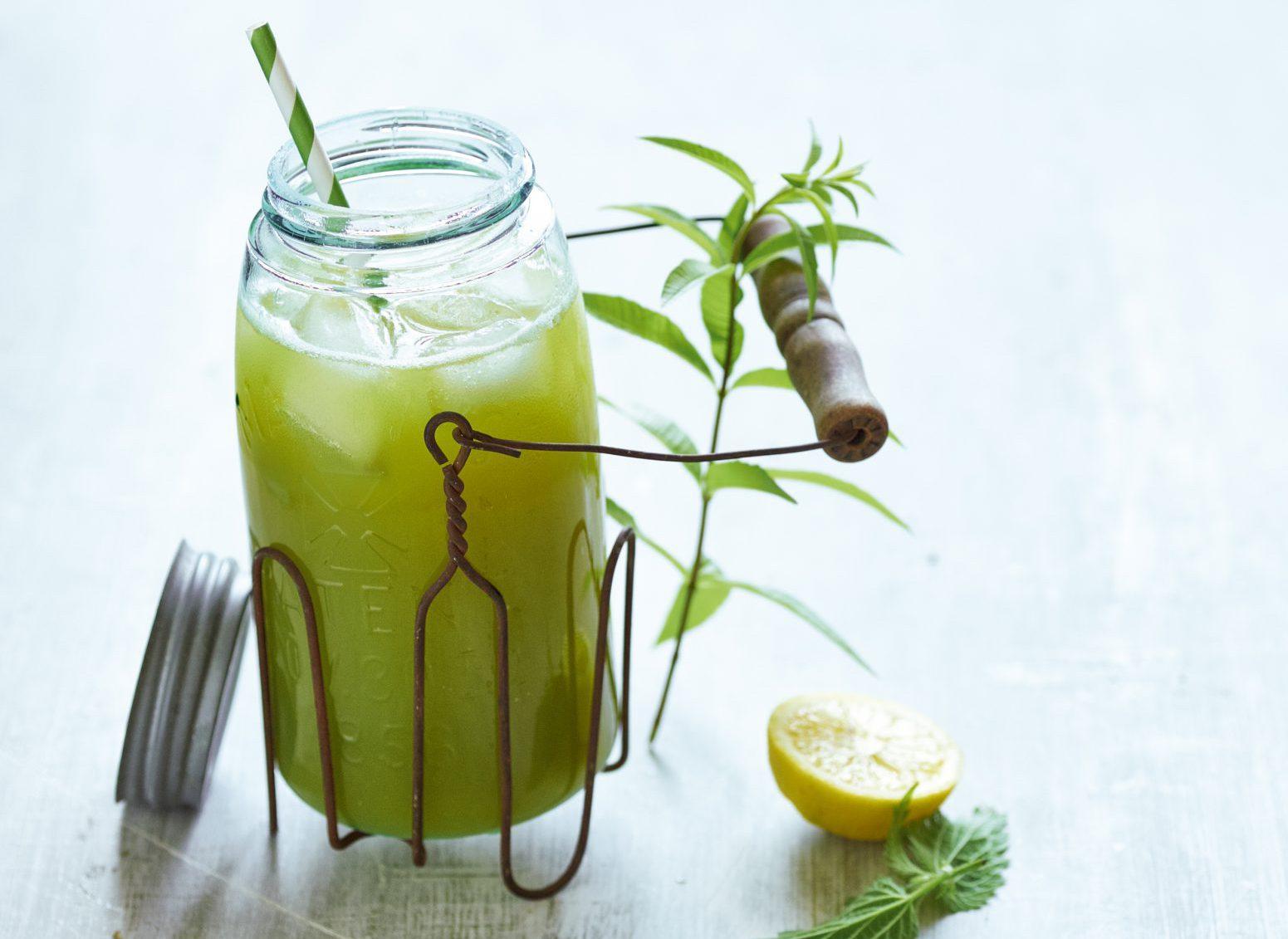 Edel-Getränk aus dem Garten: Brennnesselsaft