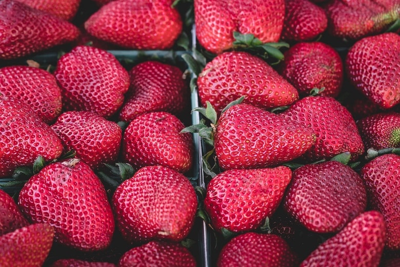 Erdbeeren sollten in Bio-Qualität gekauft werden