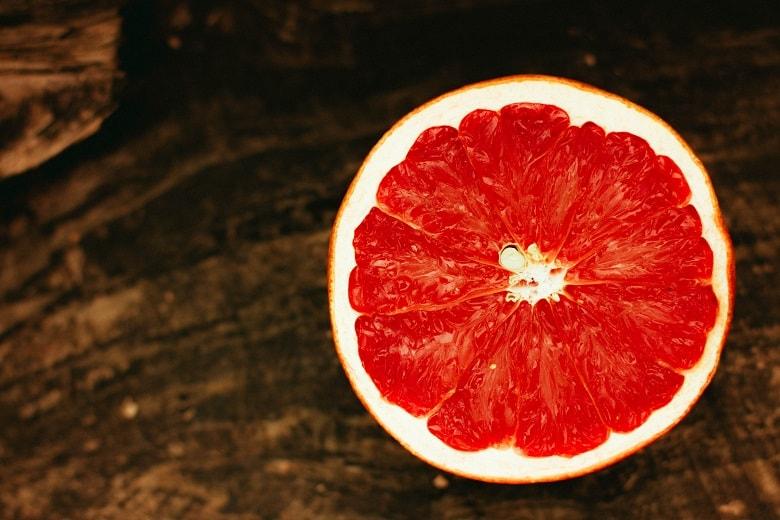 Nachhaltige Haushaltstipps: Grapefruits funktionieren prima als Reinigungsschwamm