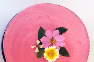 Diese vegane Himbeer-Creme-Torte gelingt leicht, schmeckt super und sieht grandios aus!