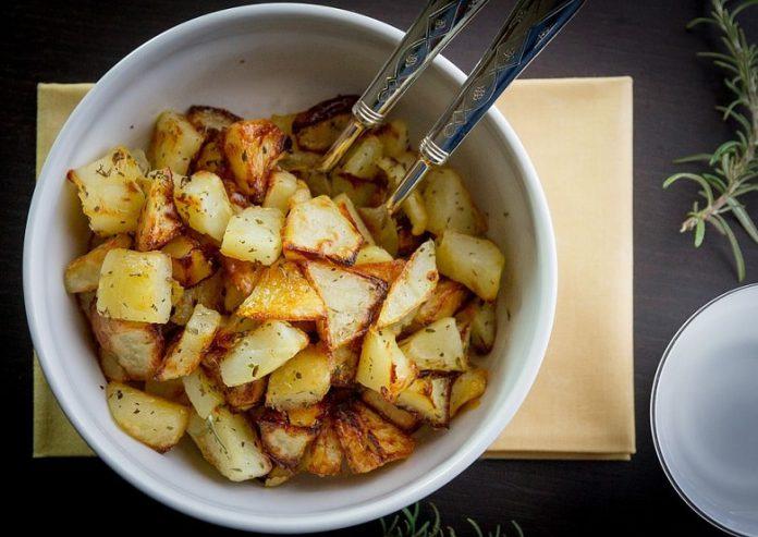 Gerüchteküche: Stimmt es eigentlich, dass man keimende Kartoffeln nicht mehr essen sollte?