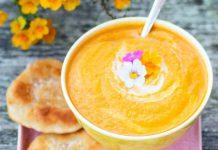 Möhren-Mango-Suppe mit Weizenfladen