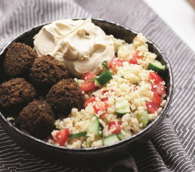 Orientalische Falafel mit Hummus