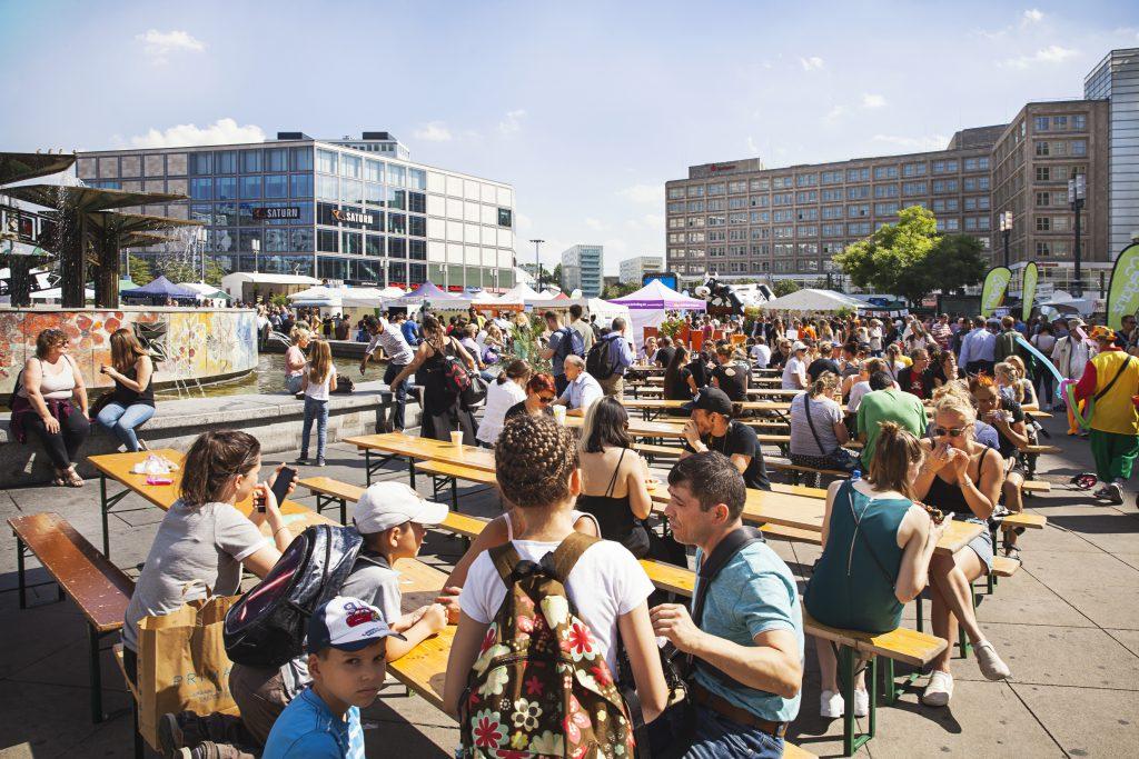 Gemeinschaftliches Essen Alexanderplatz