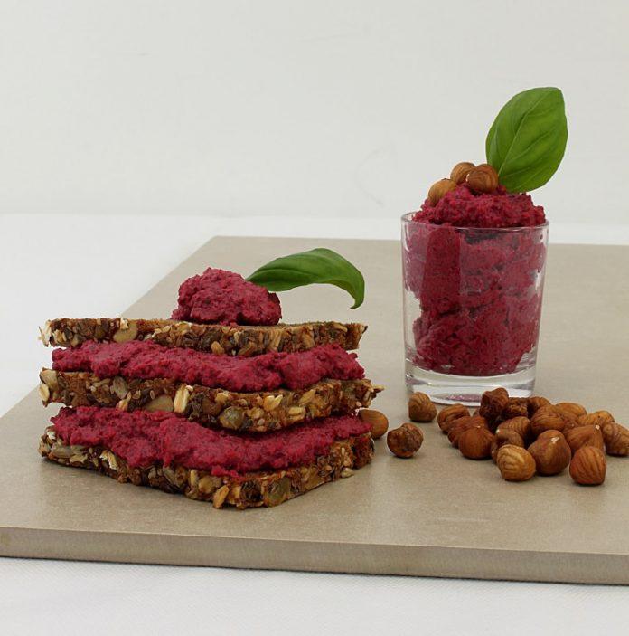 Rezept: Veganer Brotaufstrich-Feine Haselnuss-Rote-Bete-Creme