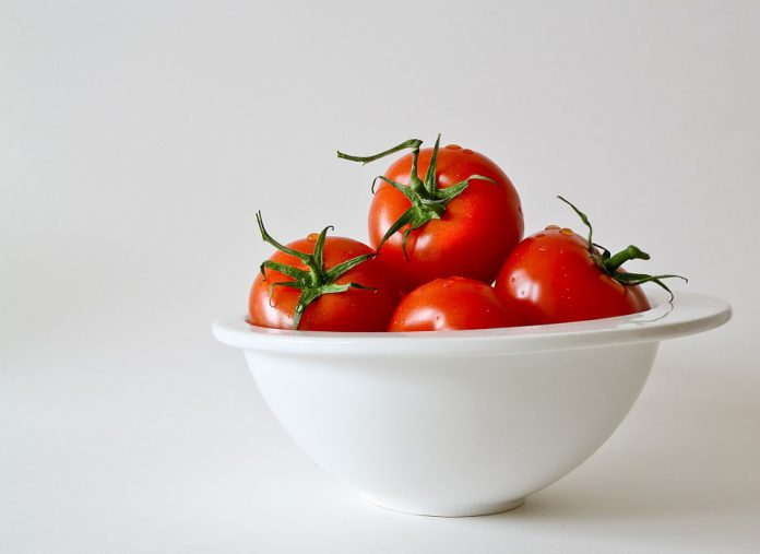 Tomate in Schüssel